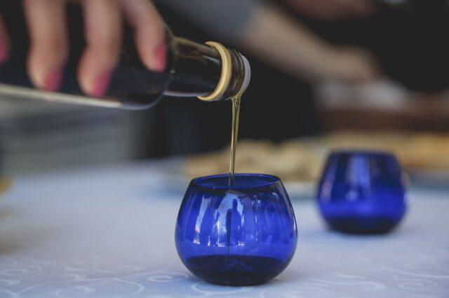 А вы знали, что оливковое масло дегустируют как хорошее вино?